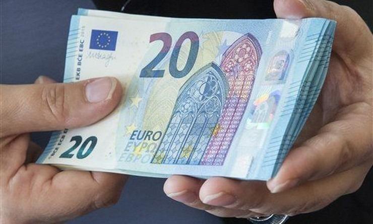 αποκλεισμό χιλιάδων δικαιούχων από τα επιδόματα των 534 και 800 ευρώ