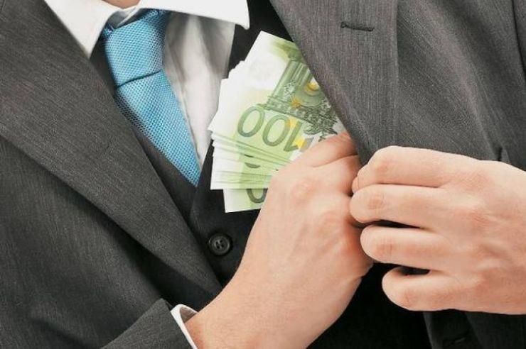 Συναγερμός στα υπουργεία Οικονομικών και Εργασίας