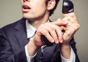 Υπάλληλοι της ΑΑΔΕ τηλεφωνούν ανακρίνουν και απειλούν οφειλέτες της Εφορίας