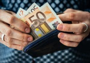 η Εφορία τσεκούρωσε επαγγελματία με 340.000 ευρώ επειδή πλήρωνε με μετρητά