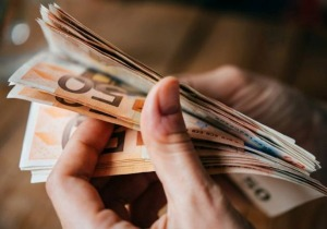 534 ευρώ και στους επαγγελματίες